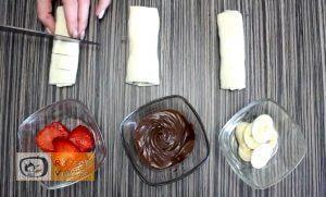 5 perces gyümölcsös nutellás tésztacsoda recept elkészítése 2. lépés