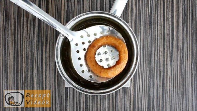 sajtos-sonkás hagymakarika recept elkészítése 6. lépés