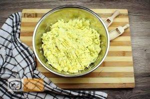 Baconbe tekert krumpli rolád recept elkészítése 3. lépés