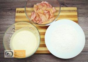 Csirkemell receptek:Csirkecsíkok fokhagymás-tejfölös bundábanelkészítése 3. lépés