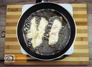 Csirkemell receptek:Csirkecsíkok fokhagymás-tejfölös bundábanelkészítése 4. lépés