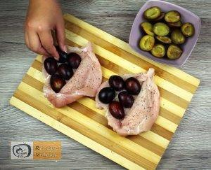 Csirkemell receptek: Szilvával töltött csirkemell bacon köntösbenelkészítése 2. lépés