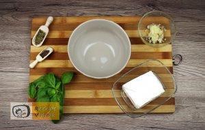 Csirkemell receptek: Bazsalikomos fetasajttal töltött csirkemell elkészítése 1. lépés