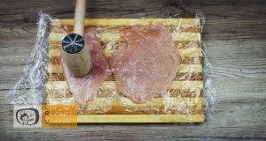 Csirkemell receptek:Csirkemelltekercs rukkolás fetasajttal töltve elkészítése 1. lépés