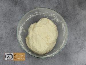 Házi kenyérlángos recept, házi kenyérlángos készítése 2. lépés