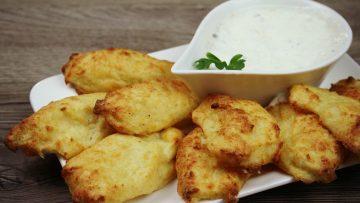 Csirkemell receptek:Csirkecsíkok fokhagymás-tejfölös bundábanelkészítése - Recept Videók