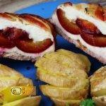 Csirkemell receptek: Szilvával töltött csirkemell bacon köntösbenelkészítése - Recept Videók