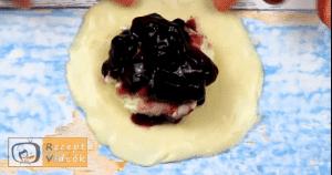 áfonyás-krémsajtos párna recept, áfonyás-krémsajtos párna elkészítése 3. lépés