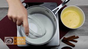 Vaníliás-meggyes pohárkrém recept elkészítése 5. lépés