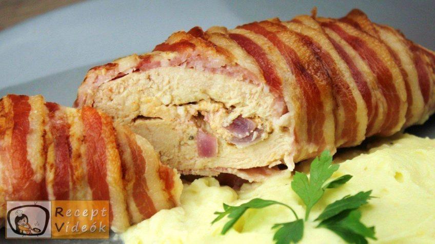 Baconbe göngyölt körözöttel töltött csirkemell - Csirkemell receptek - Recept Videók