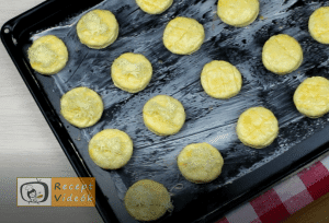 Sajtos pogácsa recept, sajtos pogácsa elkészítése 10. lépés
