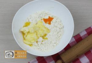 Túrós pogácsa recept, túrós pogácsa elkészítése 2. lépés