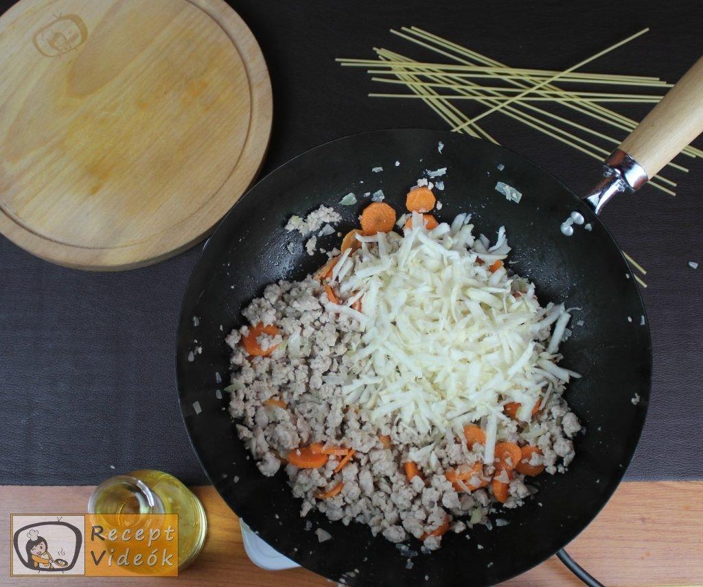 Bolognai spagetti recept, bolognai spagetti elkészítése 3. lépés