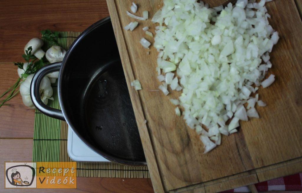 Tejfölös gombapörkölt recept, tejfölös gombapörkölt elkészítése 1. lépés