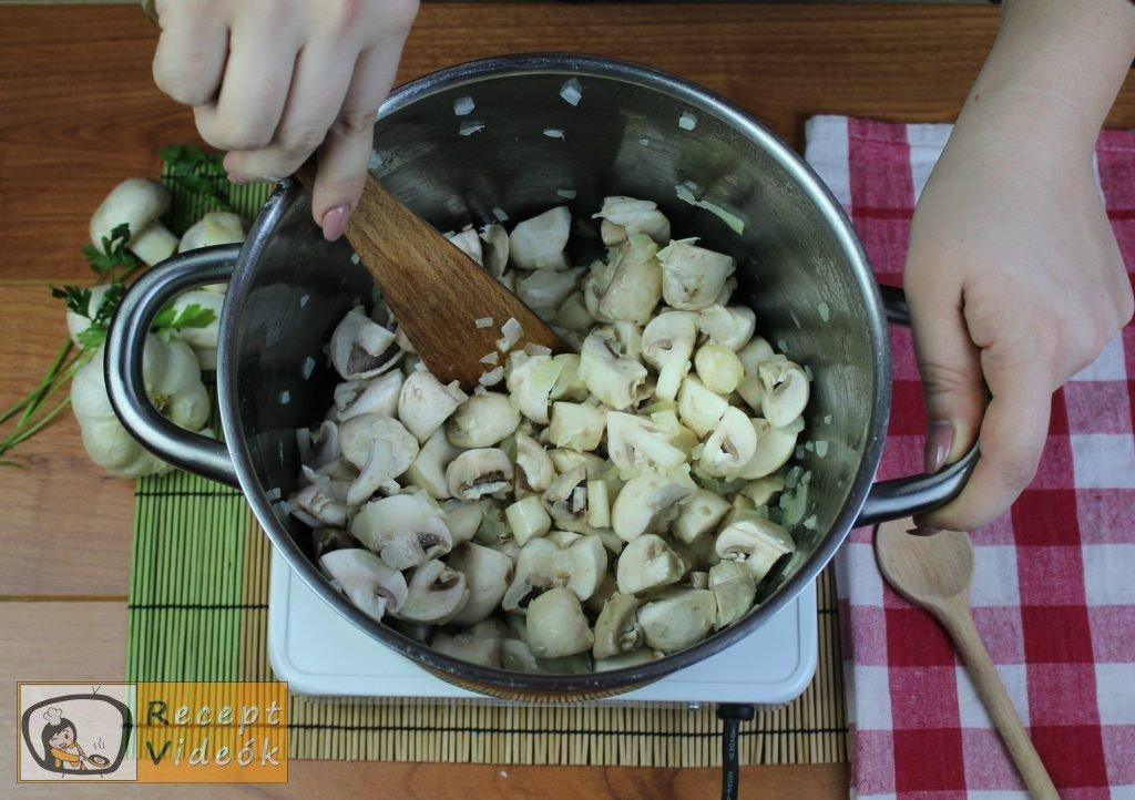 Tejfölös gombapörkölt recept, tejfölös gombapörkölt elkészítése 2. lépés