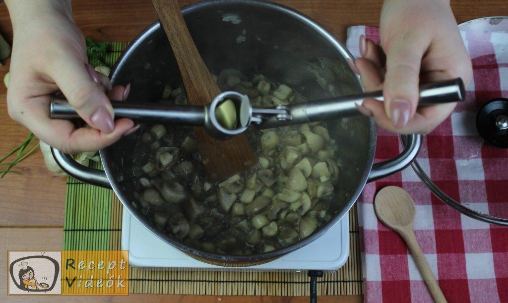 Tejfölös gombapörkölt recept, tejfölös gombapörkölt elkészítése 5. lépés