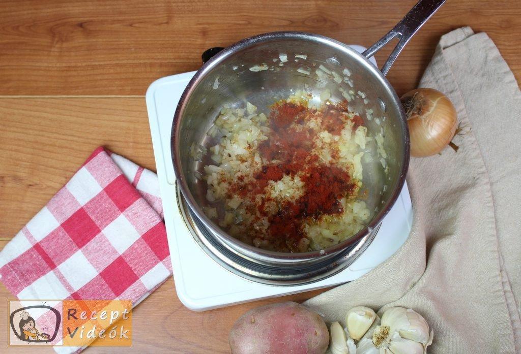 Paprikás krumpli recept, paprikás krumpli elkészítése 1. lépés