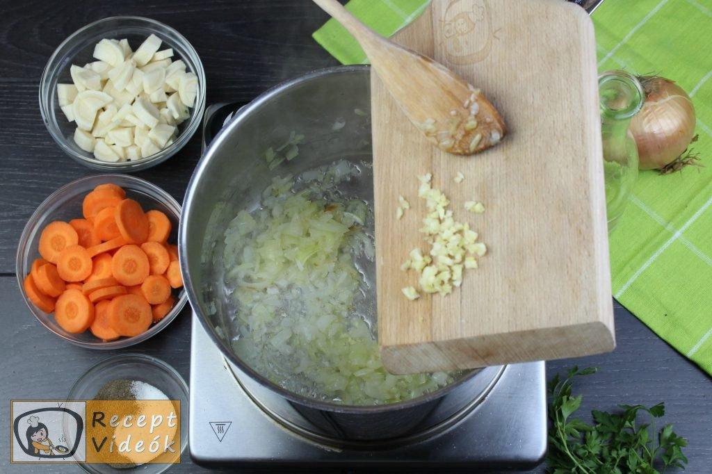 Zöldborsóleves csipetkével recept elkészítése 1. lépés