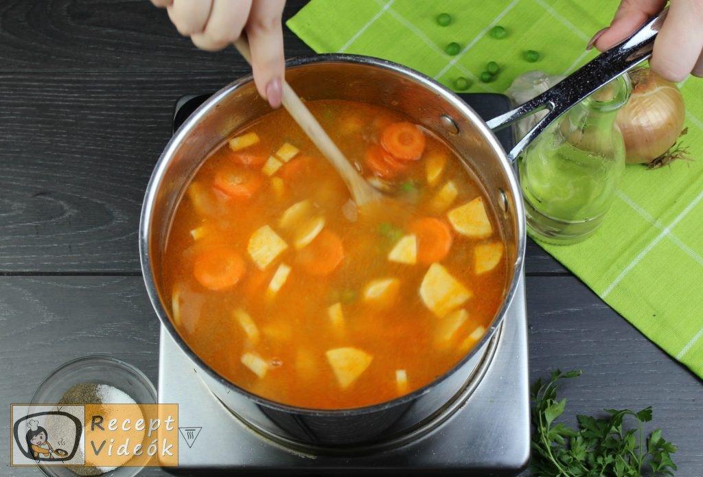 Zöldborsóleves csipetkével recept elkészítése 5. lépés