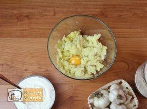 Fokhagymás gnocchi sajtmártással recept, fokhagymás gnocchi sajtmártással elkészítése 2. lépés