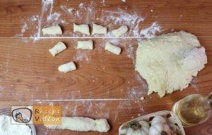 Fokhagymás gnocchi sajtmártással recept, fokhagymás gnocchi sajtmártással elkészítése 3. lépés
