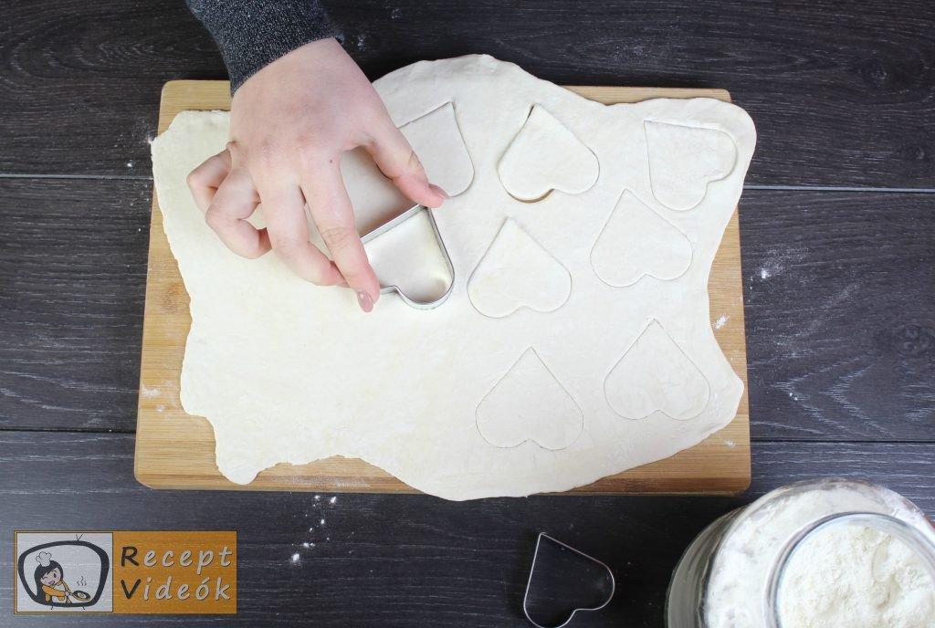 Valentin napi süti recept - lekváros mini szívek elkészítése 1. lépés