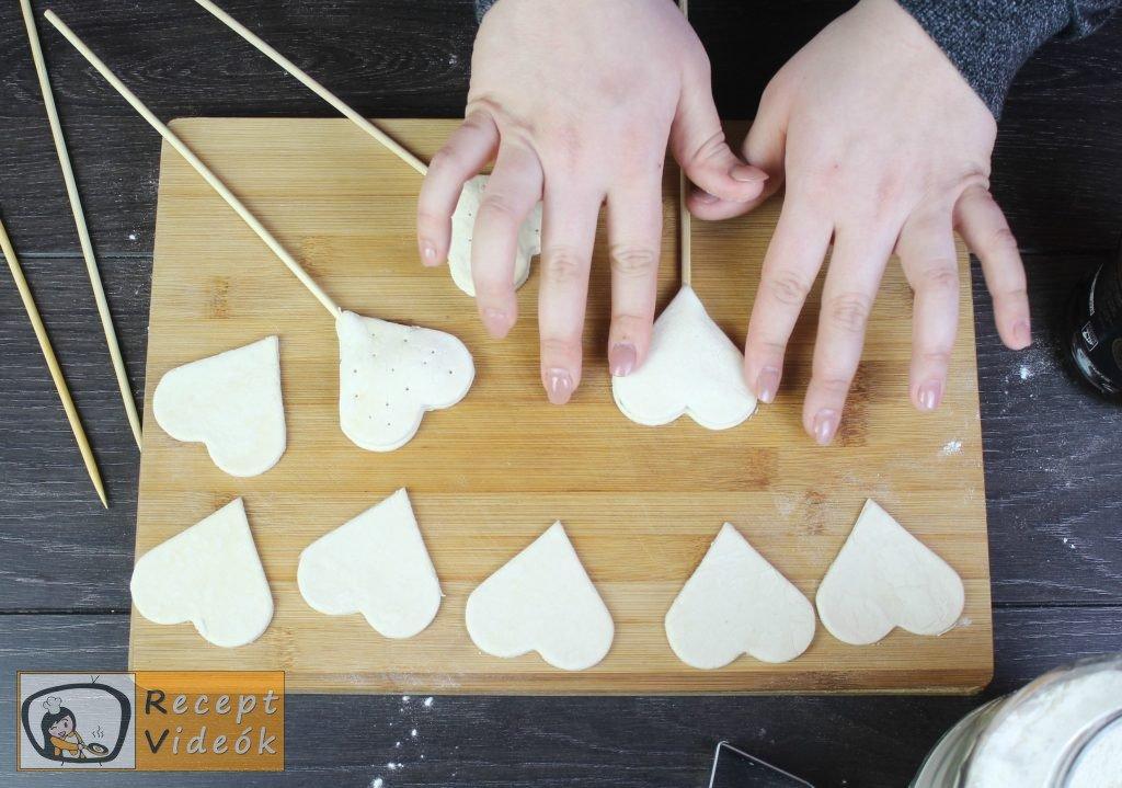 Valentin napi süti recept - lekváros mini szívek elkészítése 5. lépés