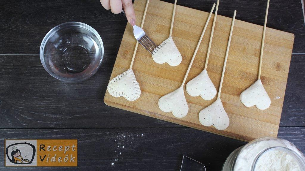 Valentin napi süti recept - lekváros mini szívek elkészítése 7. lépés