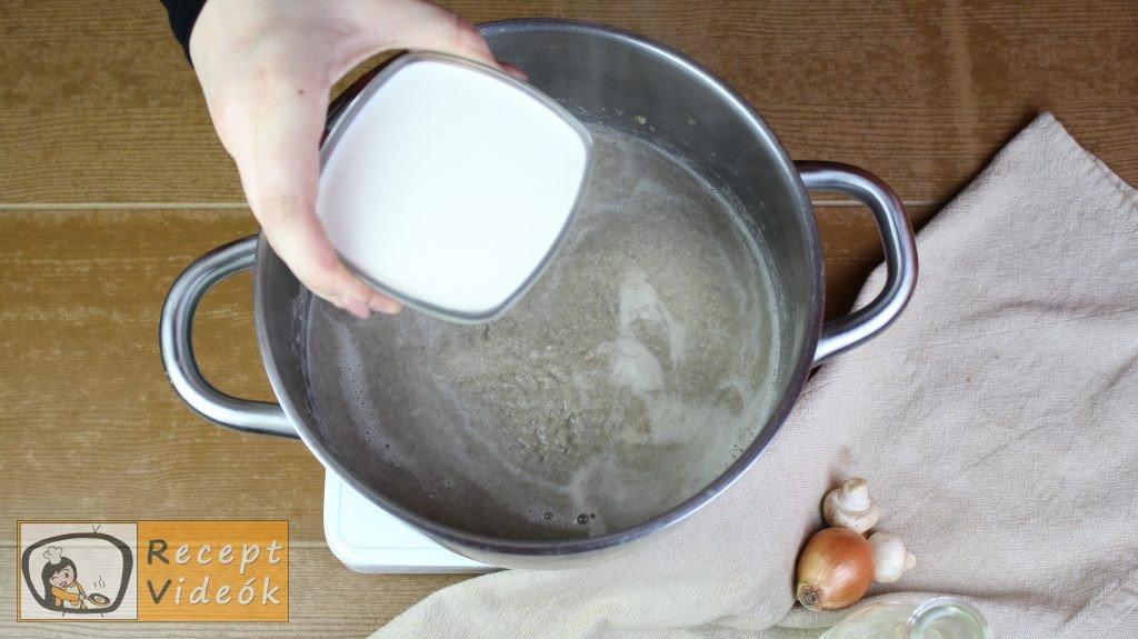 Gombakrémleves recept, gombakrémleves elkészítése 7. lépés