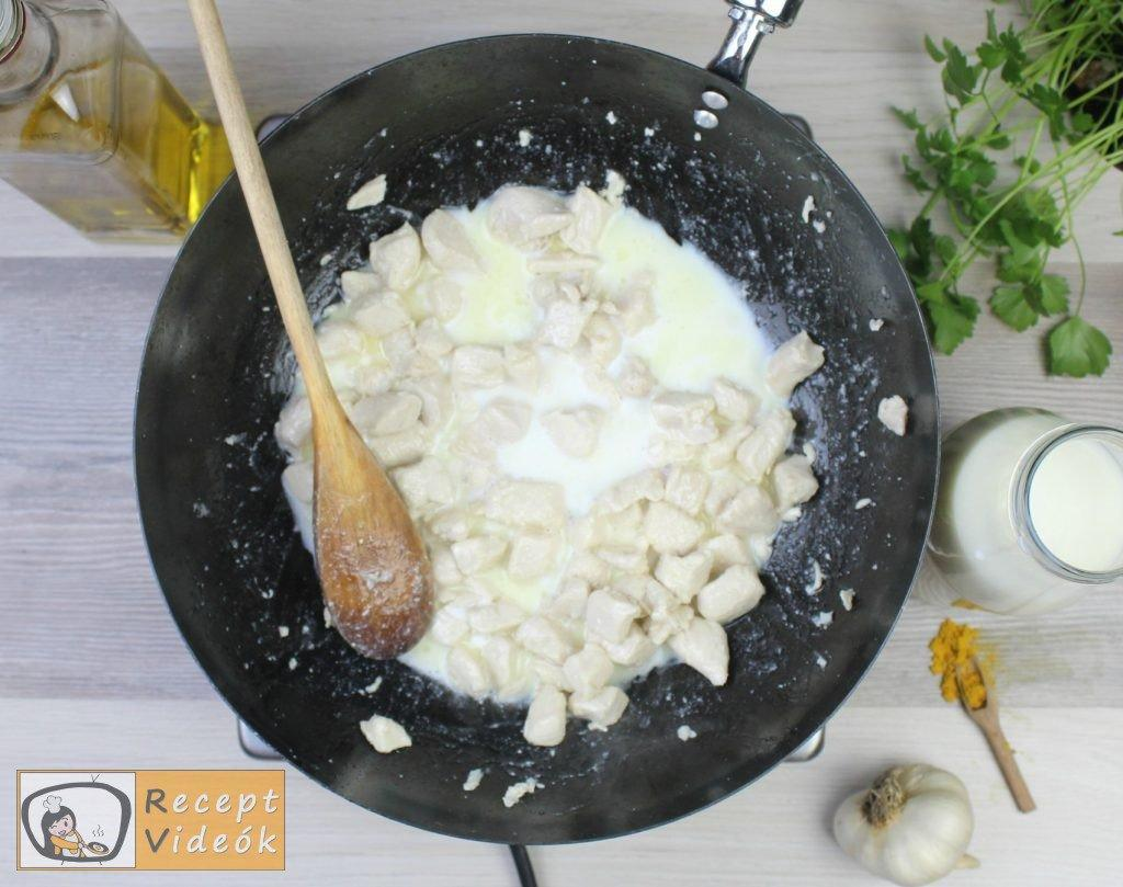 Csirkemell receptek: Csirkemell tejfölös-currys szószban elkészítése 1. lépés