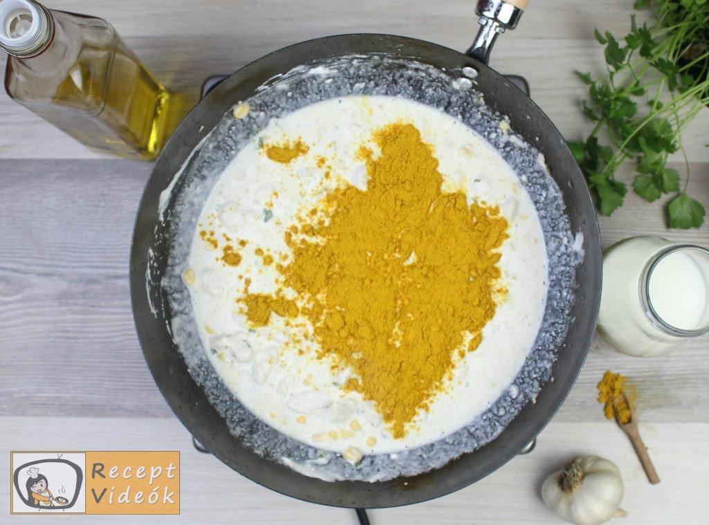 Csirkemell receptek: Csirkemell tejfölös-currys szószban elkészítése 6. lépés