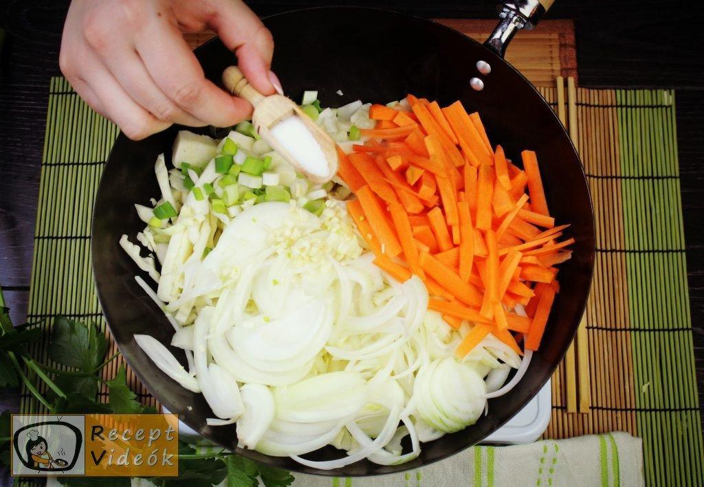 Kínai zöldséges tészta recept, kínai zöldséges tészta elkészítése 3. lépés
