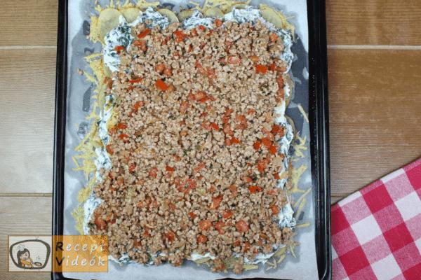 sajtbundás töltött krumplitekercs recept elkészítése 10. lépés