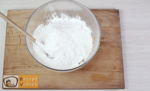 Juhtúrós sztrapacska recept, juhtúrós sztrapacska elkészítése 2. lépés