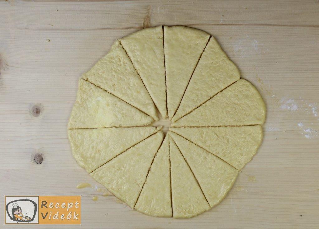 Sajtos croissant recept, sajtos croissant elkészítése 5. lépés