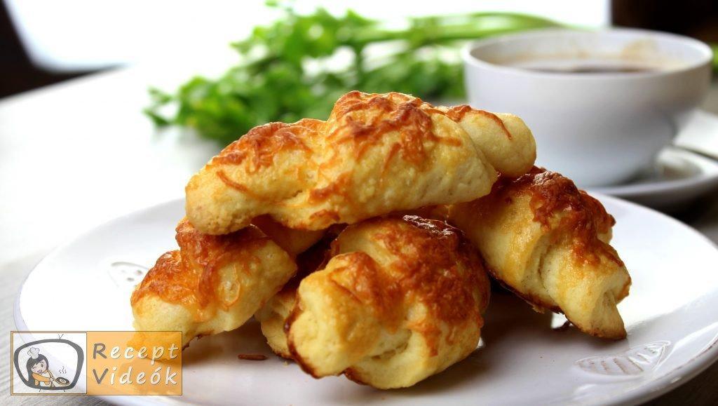 Sajtos croissant recept, sajtos croissant elkészítése - Recept Videók