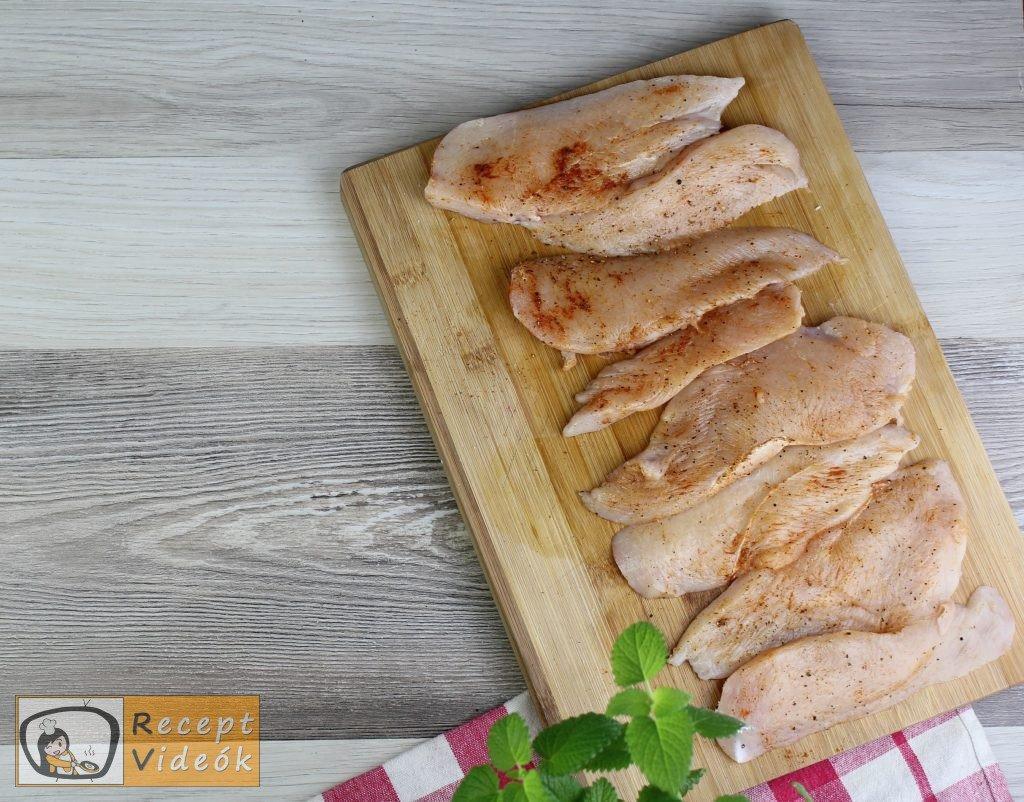Csirkemell receptek: Tepsis csirkemell sajtos tésztában elkészítése 1. lépés