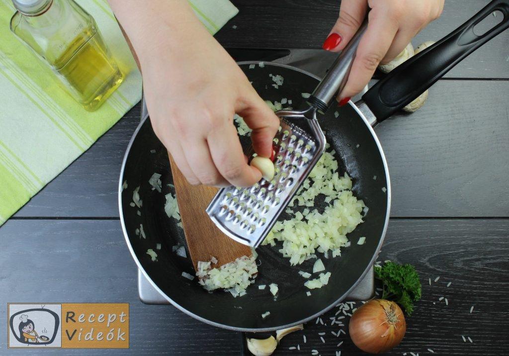 Pirított gombás rizottó recept elkészítése 2. lépés
