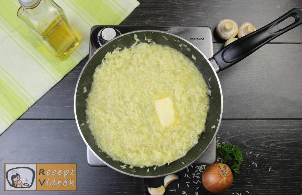 Pirított gombás rizottó recept elkészítése 6. lépés
