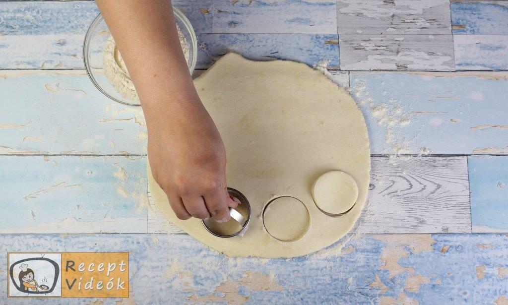 Juhtúrós pogácsa recept, juhtúrós pogácsa elkészítése 2. lépés