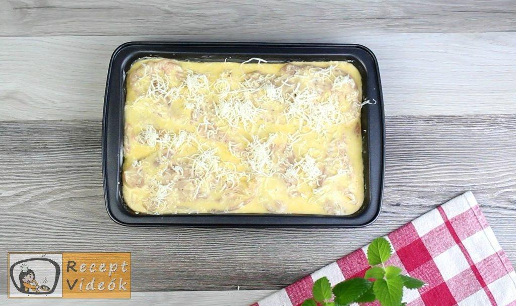 Csirkemell receptek: Tepsis csirkemell sajtos tésztában elkészítése 4. lépés
