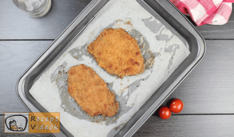 sütőben sült rántott hús recept elkészítése 5. lépés