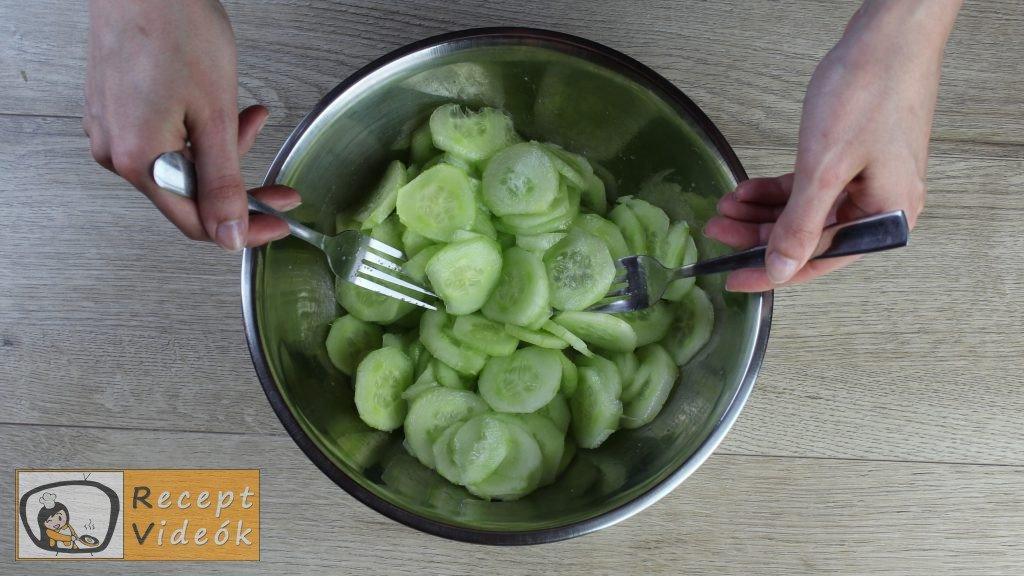 uborkasaláta recept, uborkasaláta elkészítése 2. lépés