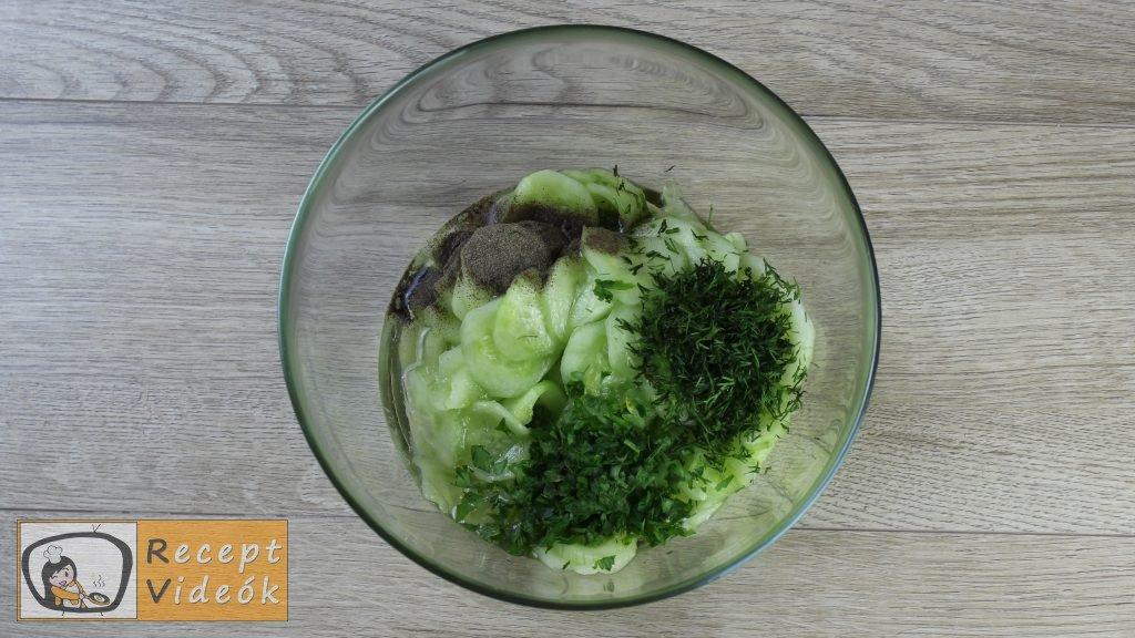 uborkasaláta recept, uborkasaláta elkészítése 3. lépés
