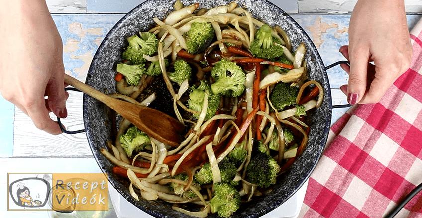 Teriyaki sült tészta recept, Teriyaki sült tészta elkészítése 5. lépés