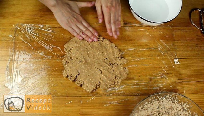 Gesztenyés keksztekercs recept, Gesztenyés keksztekercs elkészítése 4. lépés