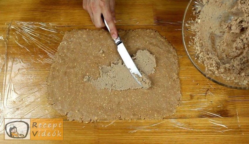 Gesztenyés keksztekercs recept, Gesztenyés keksztekercs elkészítése 5. lépés
