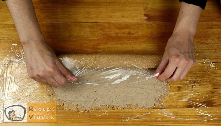 Gesztenyés keksztekercs recept, Gesztenyés keksztekercs elkészítése 6. lépés
