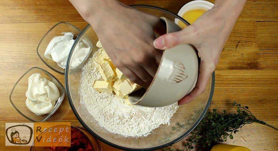 Kolbászos mini pogácsa recept, Kolbászos mini pogácsa elkészítése 1. lépés