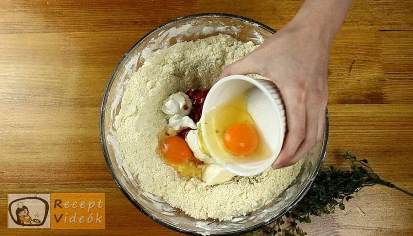 Kolbászos mini pogácsa recept, Kolbászos mini pogácsa elkészítése 3. lépés